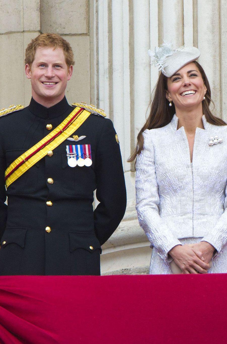 Harry et Kate au balcon de Buckingham lors du défile de Trooping the colour, le 14 juin 2014.
