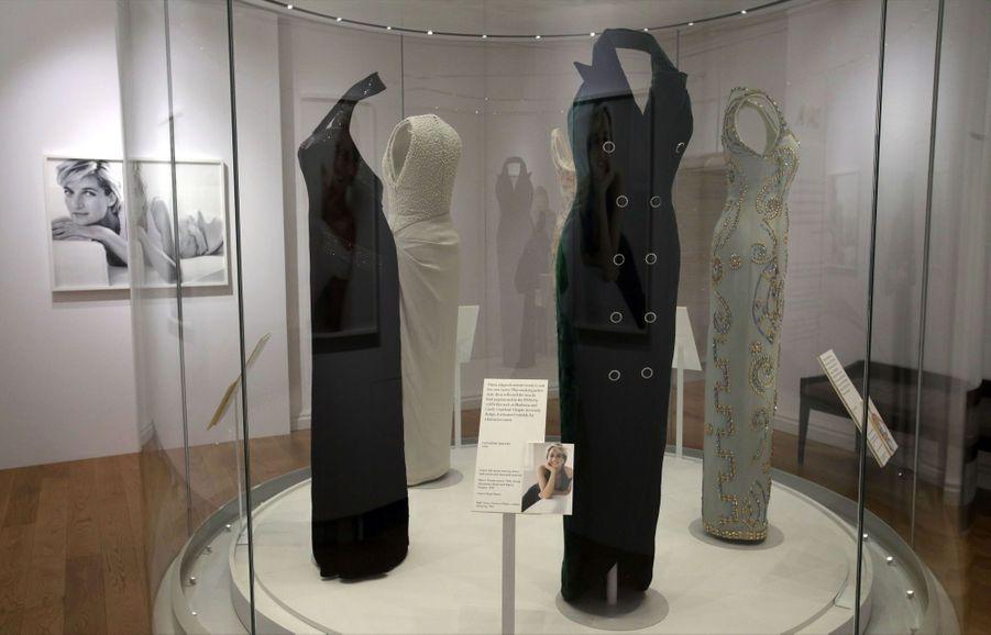 """L'exposition """"Diana: Sa Vie À Travers La Mode"""" À Londres 1"""