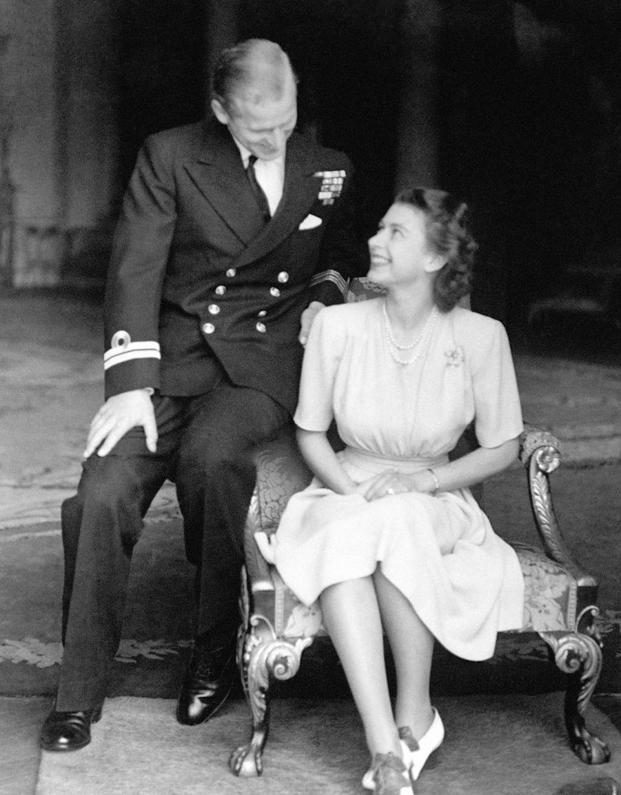 L'une des photos des fiançailles de la princesse Elizabeth et du prince Philip en juillet 1947