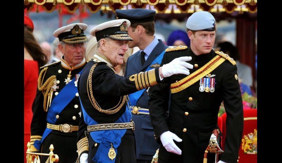 Le prince Harry et son grand-père.