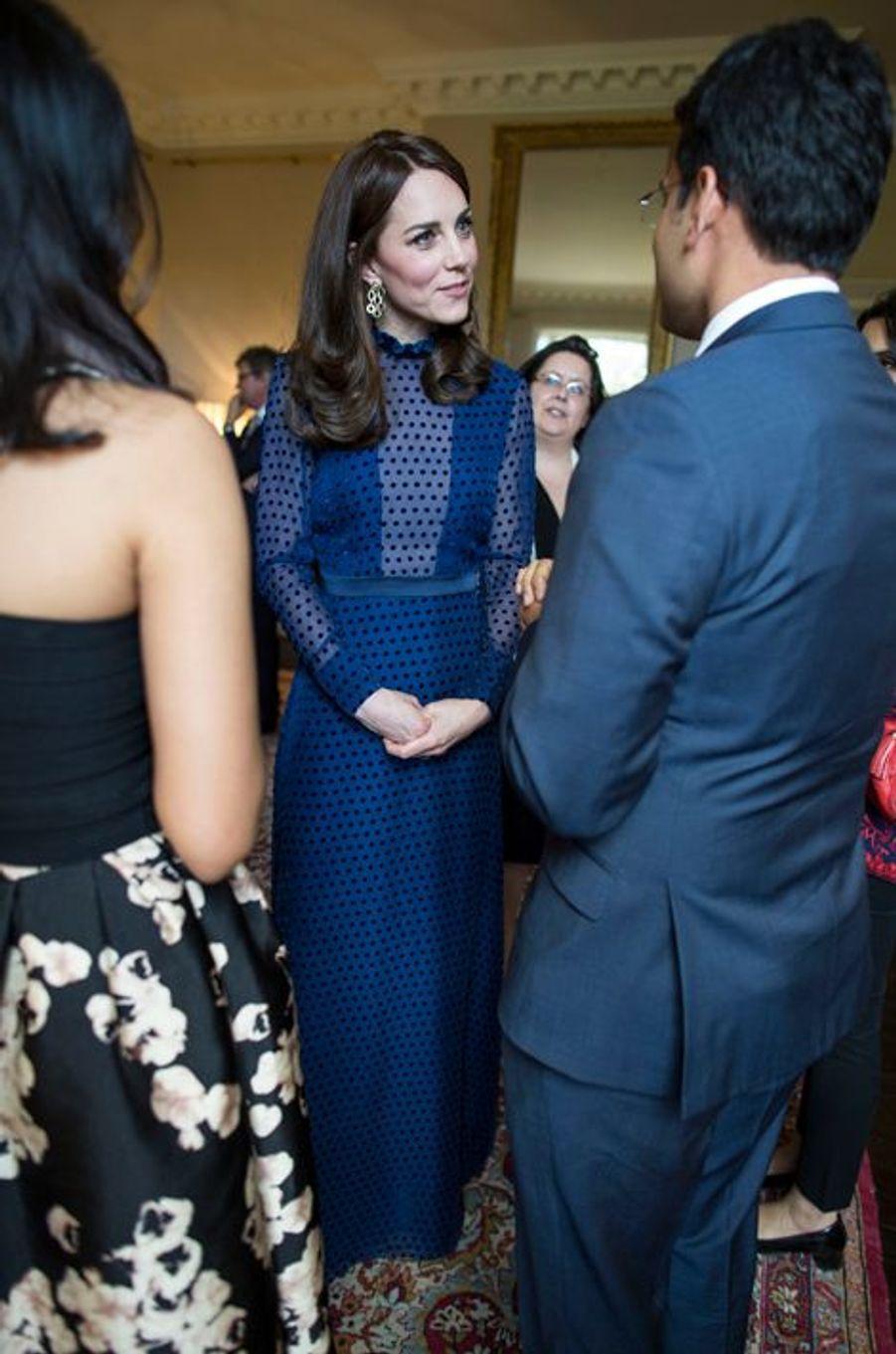 La duchesse Catherine de Cambridge à Kensington Palace à Londres, le 6 avril 2016
