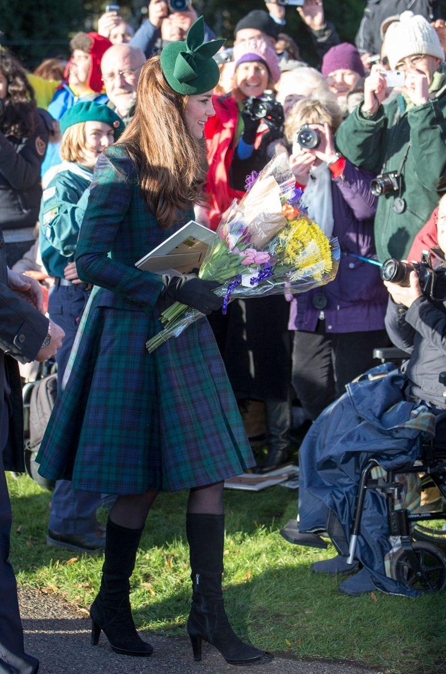 La duchesse Catherine de Cambridge en Alexander McQueen à Sandringham le 25 décembre 2013