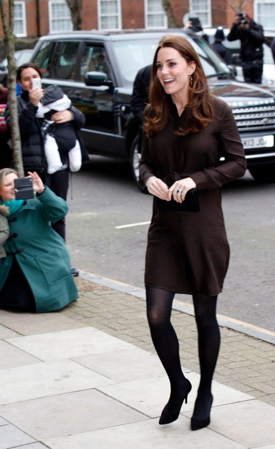 4 La Duchesse De Cambridge, Née Kate Middleton, En Visite Dans Une Association De Familles D'accueil