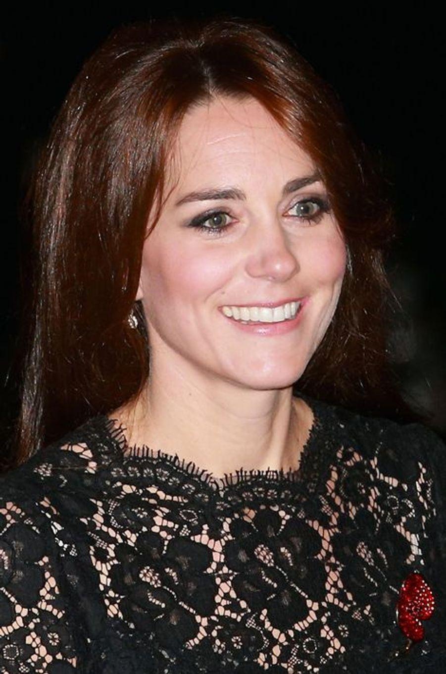Kate a attiré tous les regards lors du Festival of Remembrance au Royal Albert Hall à Londres, le 7 novembre 2015