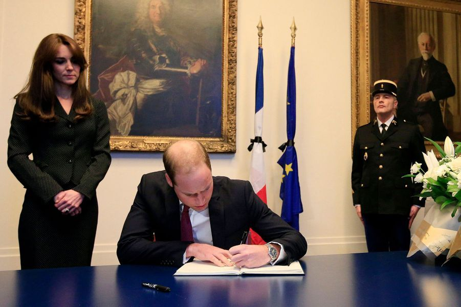 Le prince William et la duchesse Kate à l'ambassade de France à Londres, le 17 novembre 2015