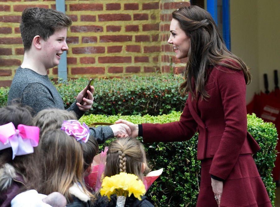 Kate-Middleton-En-Visite-Au-Centre-MIST-13.jpg