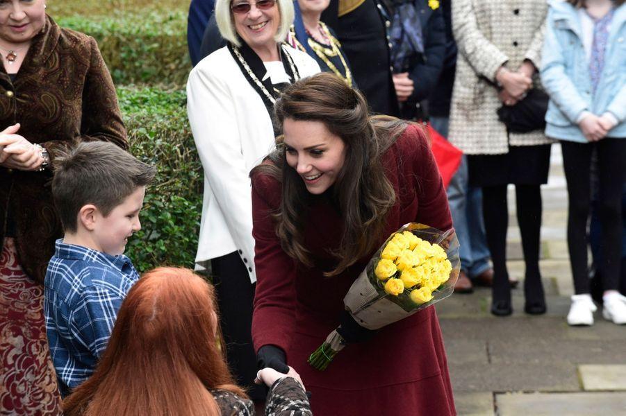 Kate-Middleton-En-Visite-Au-Centre-MIST-2.jpg