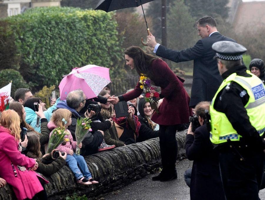 Kate-Middleton-En-Visite-Au-Centre-MIST-24.jpg