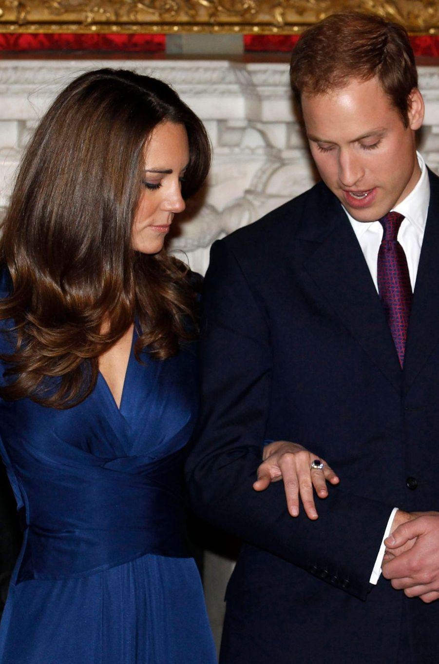 Kate Middleton lors de ses fiançailles le 16 novembre 2010