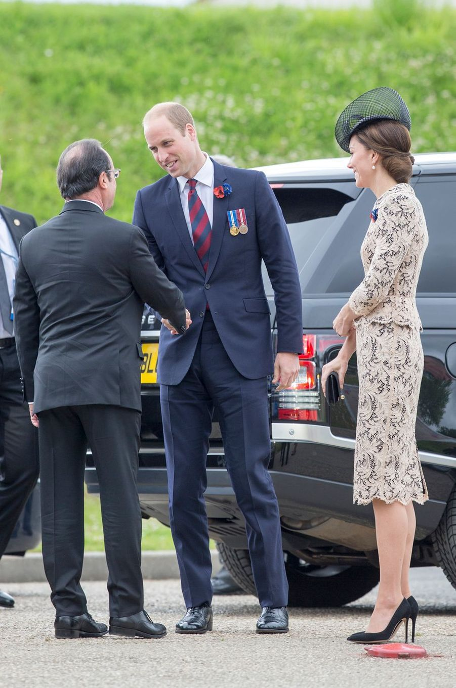 Le prince William et la duchesse Catherine de Cambridge avec François Hollande à Thiepval, le 1er juillet 2016