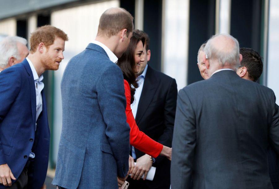 Kate, William Et Harry En Visite Global Academy D'Hayes, À Londres 2