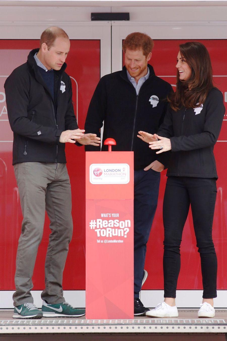 Kate Middleton, Les Princes William Et Harry Au Marathon De Londres, Dimanche 23 Avril 2017 3