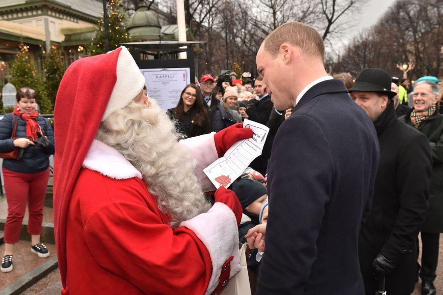 Le prince William a remis la lettre du prince George au Père Noël en Finlande, le 30 novembre 2017