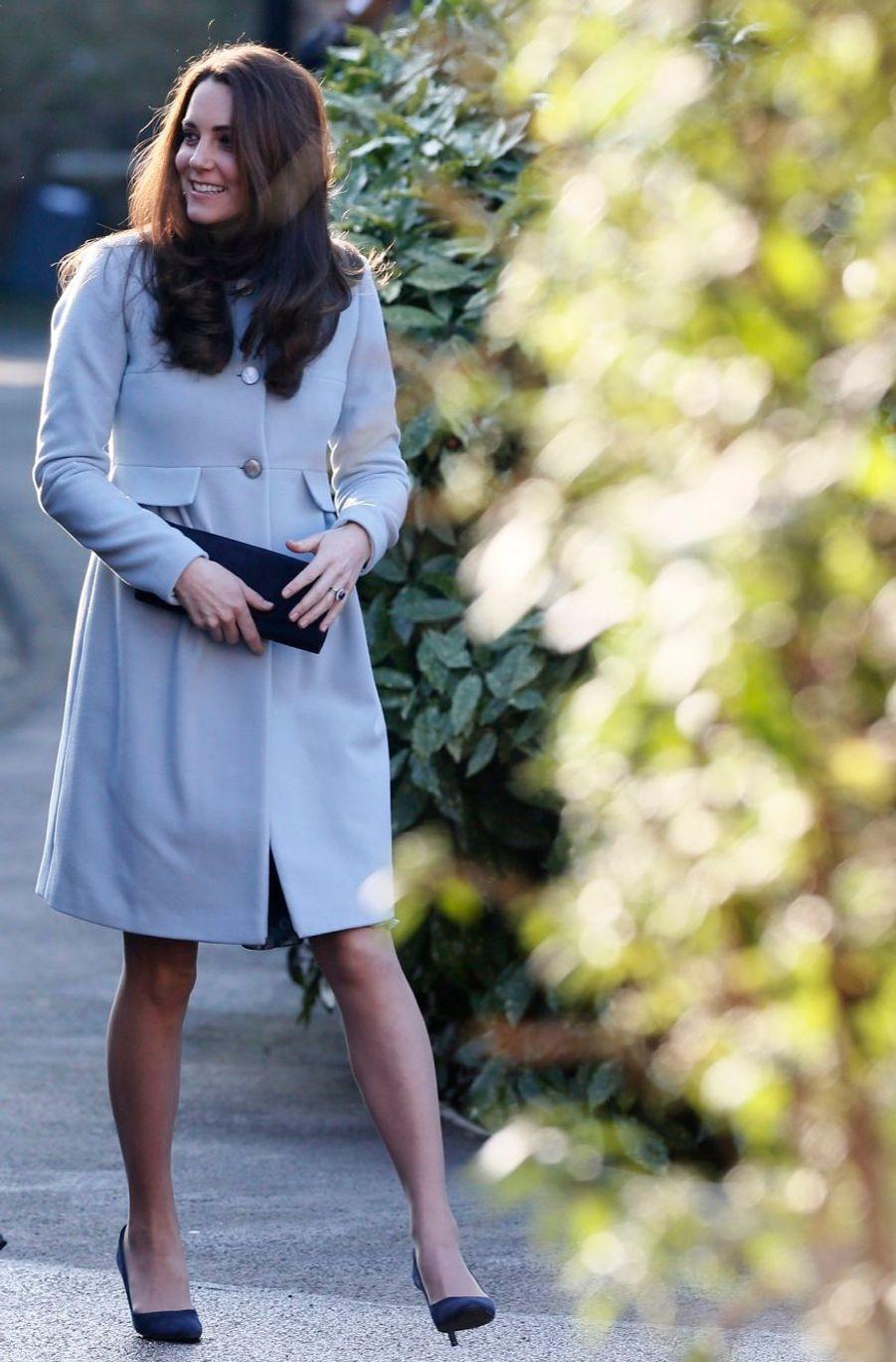 2 La Duchesse De Cambridge, Née Kate Middleton, En Visite À Kensington