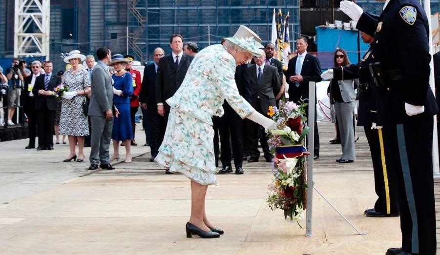 La femme à la tête du Commonwealth a déposé une gerbe de fleurs sur le site commémoratif des attentats du 11 septembre pour honorer la mémoire des milliers de victimes.