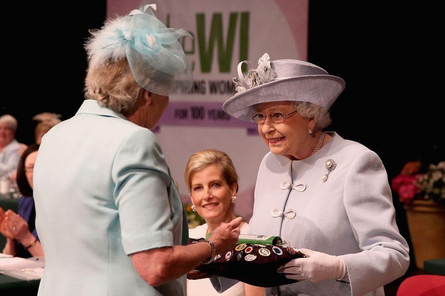 La reine Elizabeth II et Sophie de Wessex au Royal Albert Hall à Londres, le 4 juin 2015