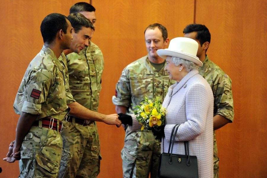 La reine Elizabeth II à la RAF Lossiemouth à Moray, le 20 novembre 2014