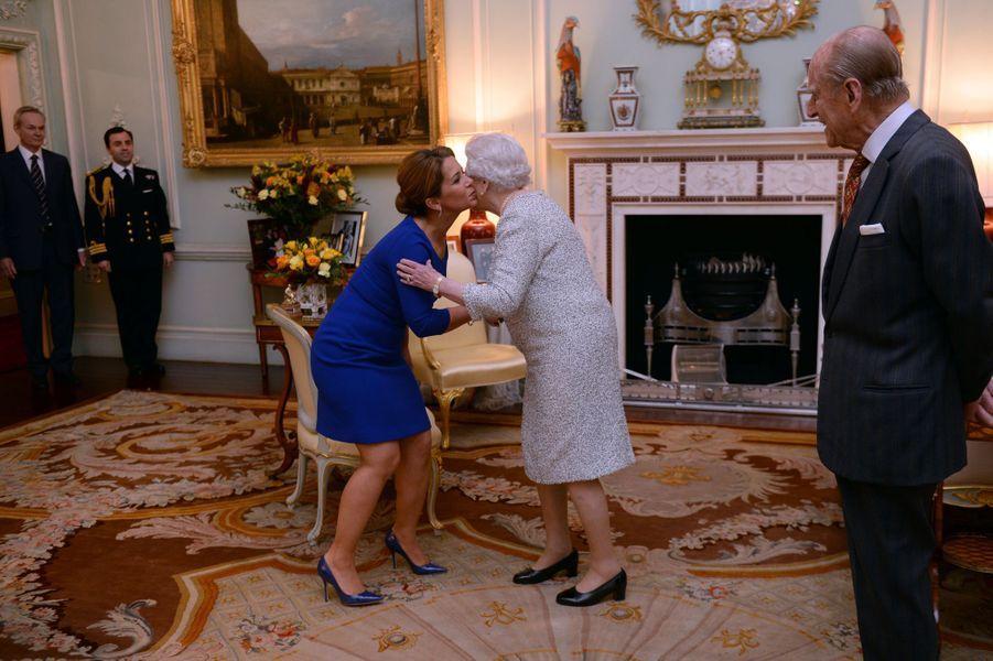 La reine Elizabeth II avec la princesse Haya de Jordanie et le prince Philip à Londres, le 26 novembre 2014