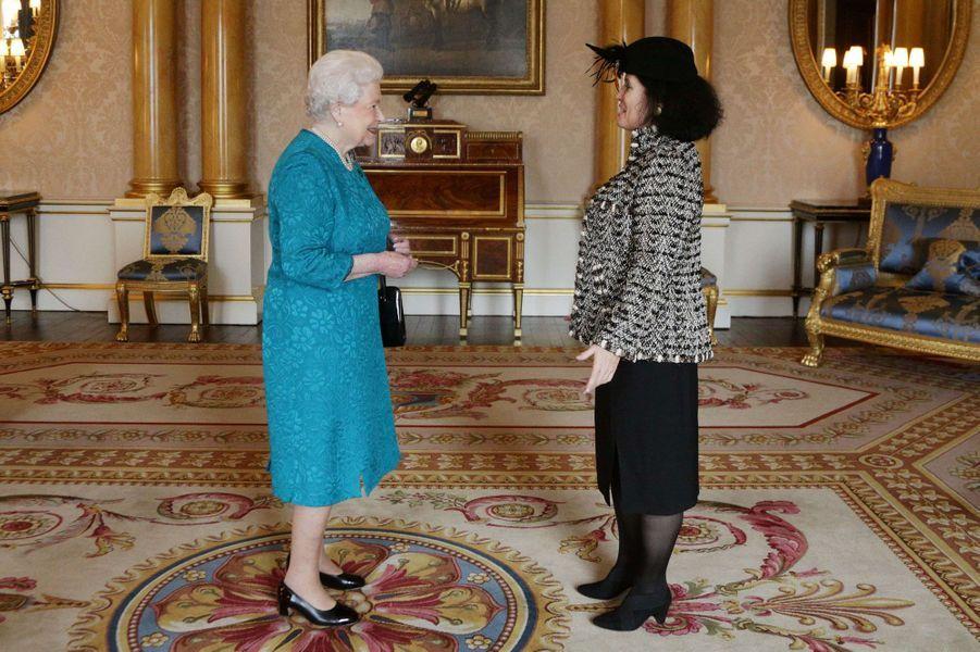 La reine Elizabeth II reçoit en audience l'ambassadeur de France Sylvie Bermann, le 21 novembre 2014