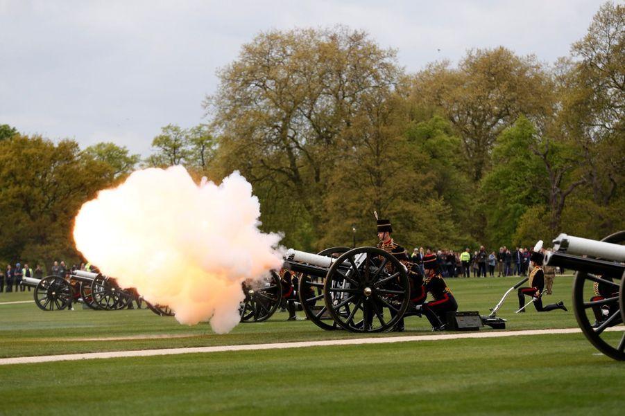 L'anniversaire De Sa Majesté A Été Salué Par 41 Salves De Coups De Canon À Hyde Park 4
