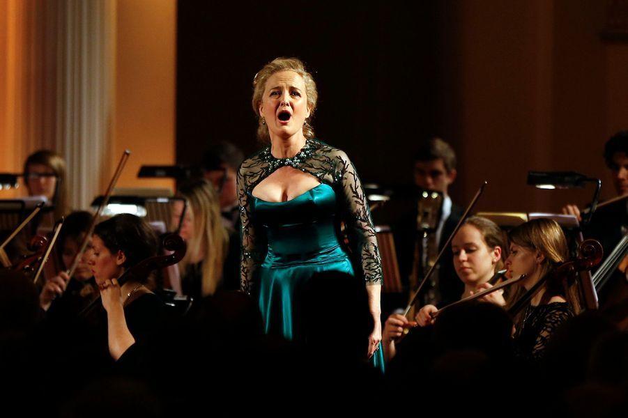 La soprano et violoncelliste Taryn Fiebig à Londres, le 22 janvier 2015