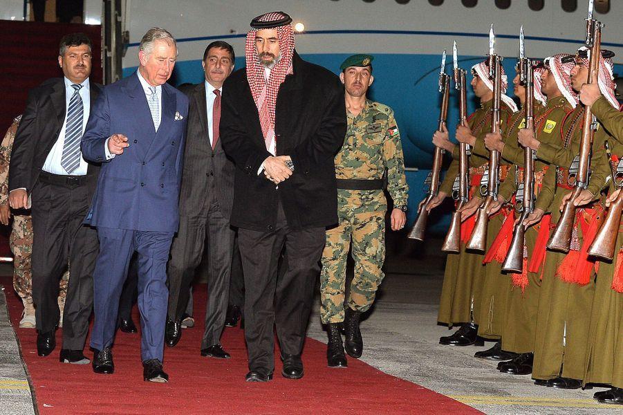 Le prince Charles accueilli par le prince Ghazi Bin Muhammed à Aman, le 7 février 2015