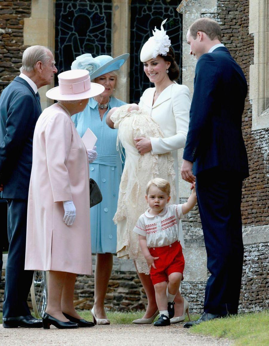 Le prince George lors du baptême de sa petite sœur la princesse Charlotte dimanche