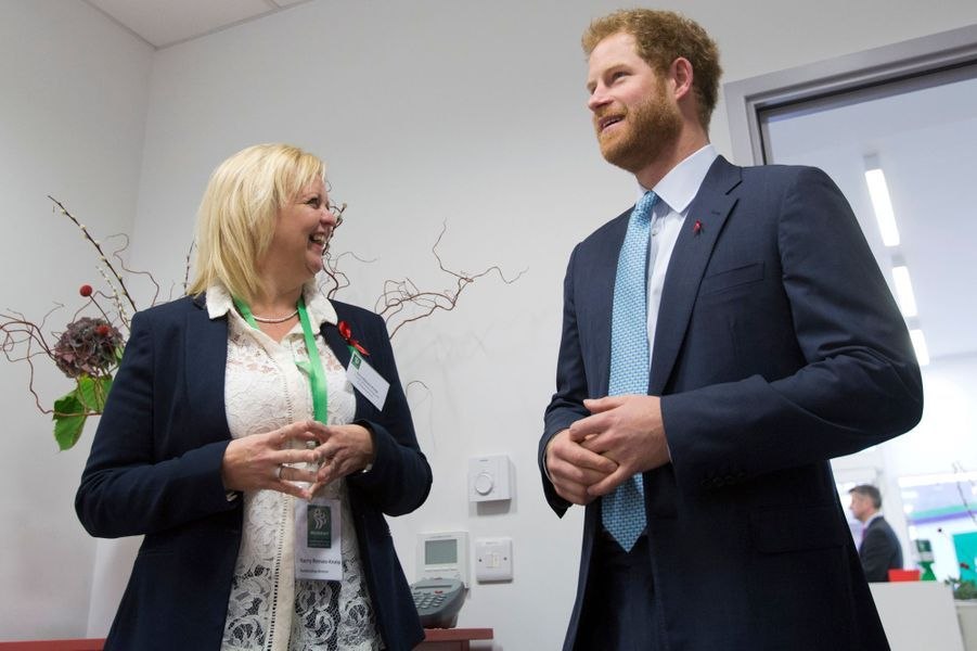 Le prince Harry au Mildmay HIV hospital and charity à Londres, le 14 décembre 2015