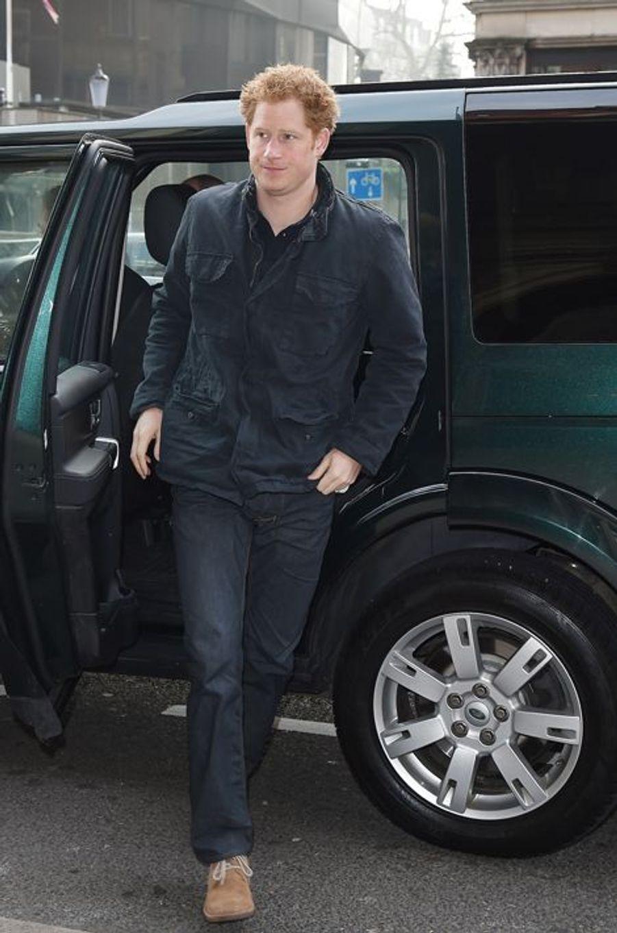"""Le prince Harry arrive pour le lancement du trek """"Walk of Britain"""" à Londres, le 18 mars 2015"""