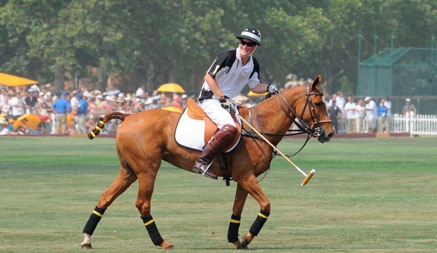 Dimanche, le Prince Harry a disputé le Veuve Clicquot Polo Classic, toujours dans l'optique de récolter des fonds.