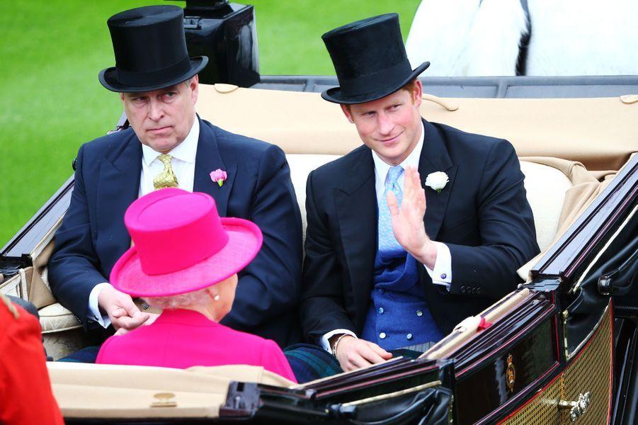 La reine Elizabeth II et les princes Andrew et Harry au Royal Ascot, le 16 juin 2015