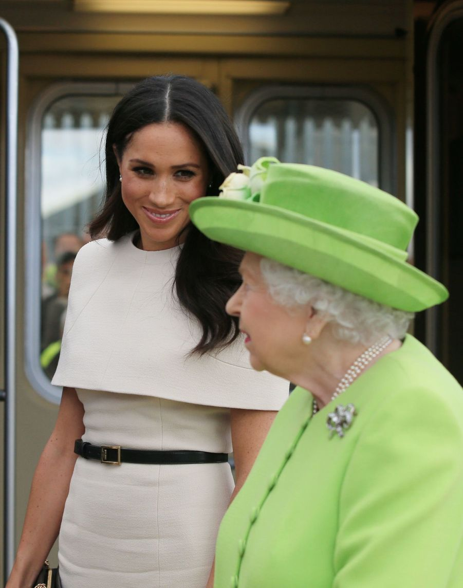 Meghan Markle Et La Reine Elizabeth II En Viste Dans Le Nord De L'Angleterre    ( 1