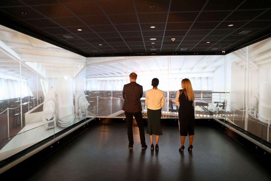 Musée Titanic Belfast  - Page 3 Meghan-Markle-Et-Le-Prince-Harry-A-Belfast-Le-23-Mars-2018-15