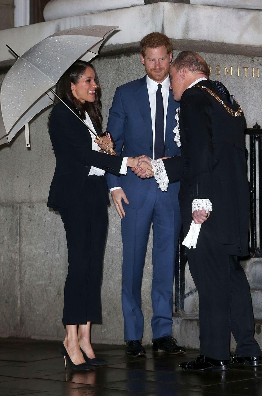 Meghan Markle, en Alexander McQueen, et le prince Harry à Londres, le 1er février 2018