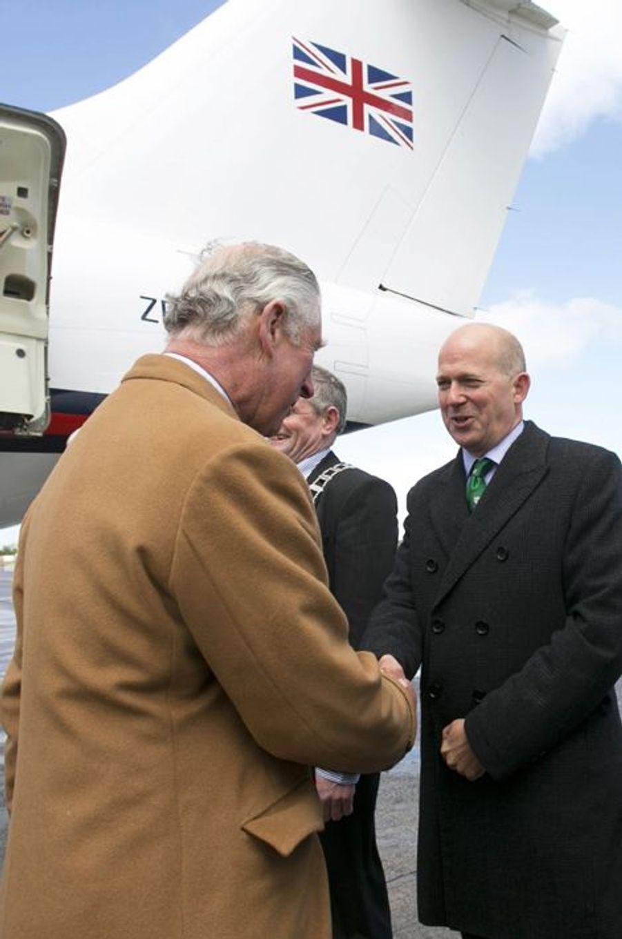Le prince Charles à son arrivée à l'aéroport de Shannon, le 19 mai 2015