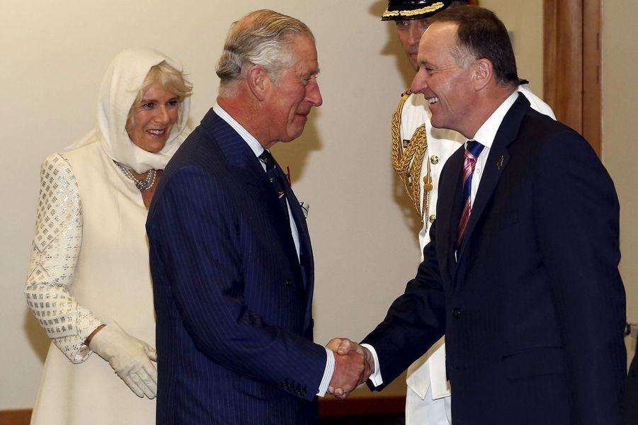 Le prince Charles et la duchesse de Cornouailles Camilla avec John Key à Wellington, le 4 novembre 2015