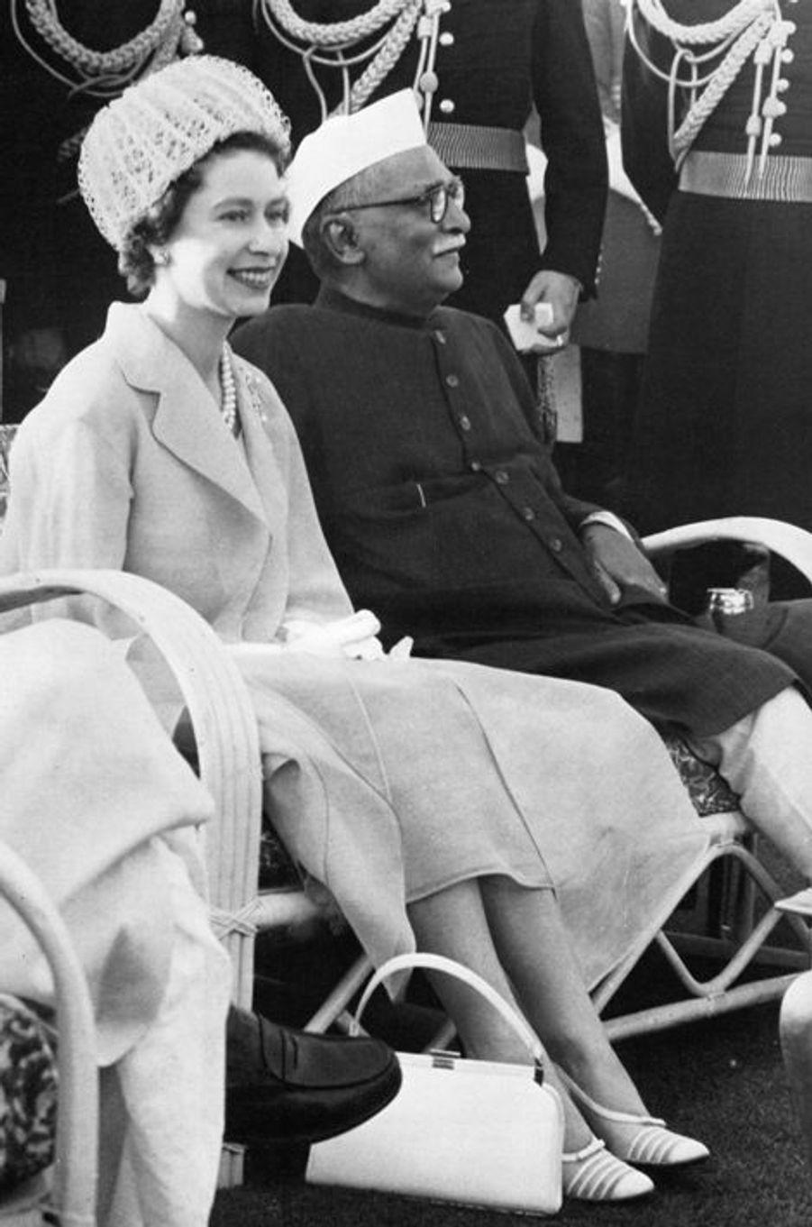 La reine Elizabeth II avec le président indien Rajendra Prasad à New Delhi, en 1961