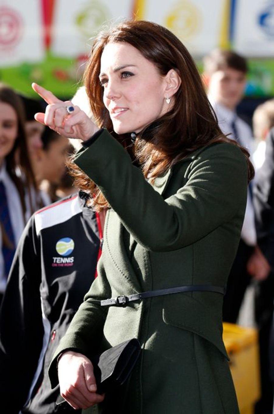 La duchesse Catherine de Cambridge en Sportmax à Edimbourg, le 24 février 2016