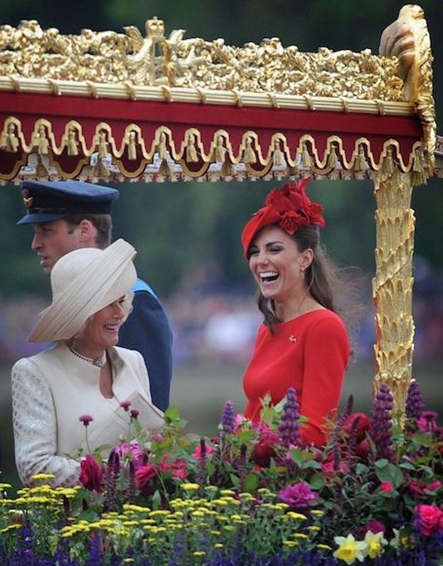 Kate riant avec Camilla