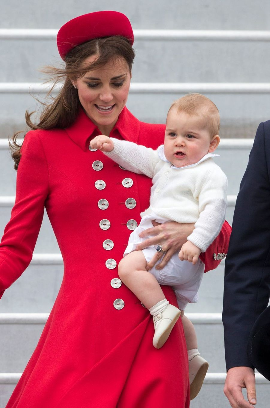 Le prince George, avec sa mère la duchesse Catherine de Cambridge, à Wellington en Nouvelle-Zélande le 7 avril 2014