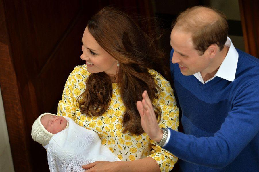 La duchesse Kate, la princesse Charlotte et le prince William à Londres, le 2 mai 2015