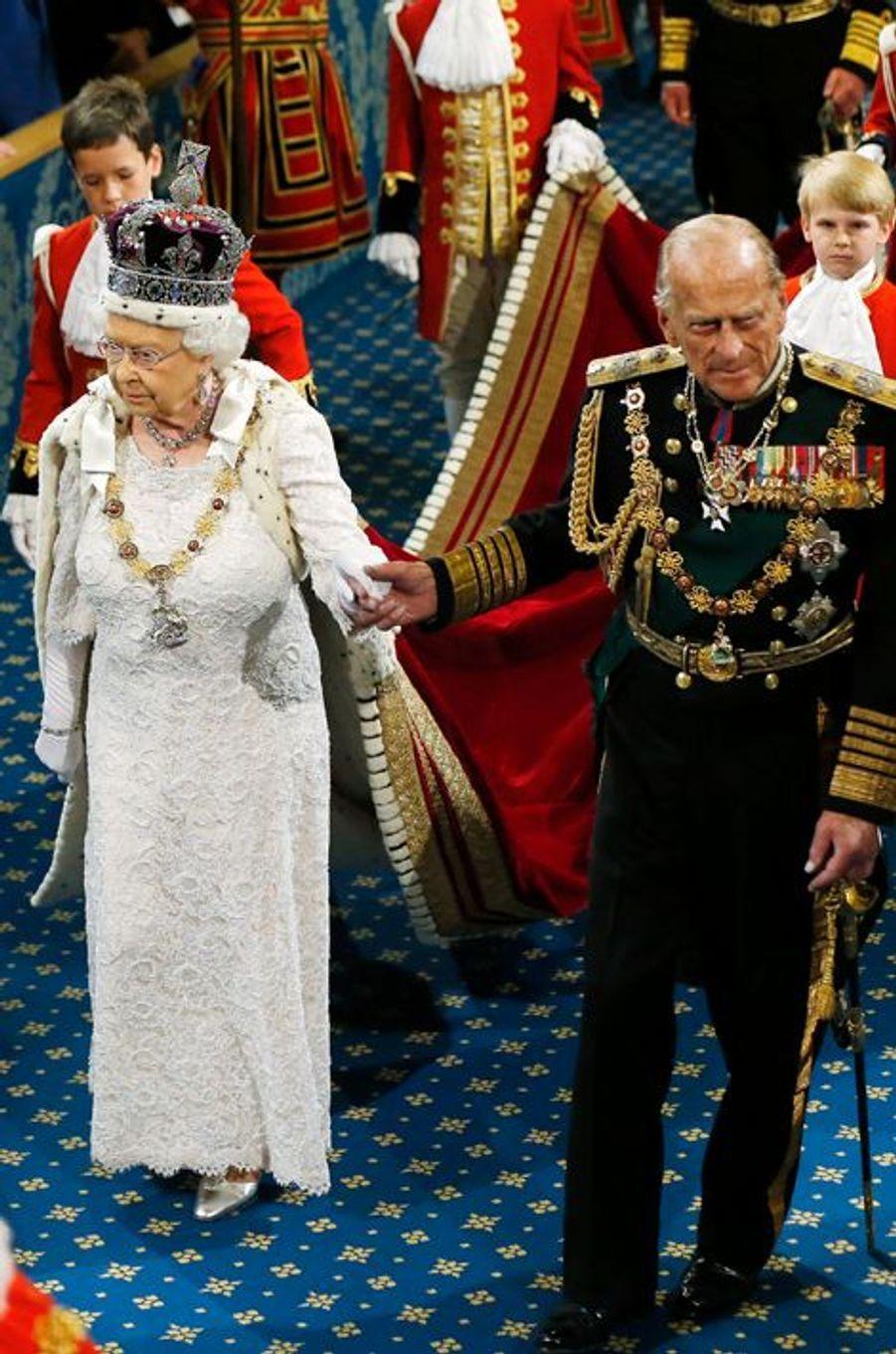 La reine Elizabeth II avec le duc d'Edimbourg au Parlement à Londres, le 27 mai 2015