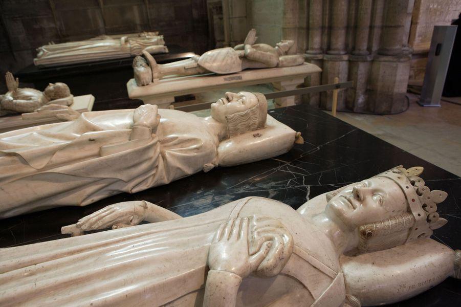 Gisant de Jeanne de Bourbon (morte en 1377), épouse de Charles V, dans la basilique Saint-Denis