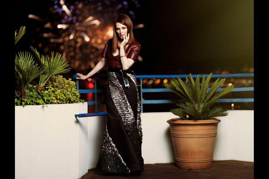 Le jeudi 15 mai, Julianne Moore, vénéneuse en Louis Vuitton, égérie L'Oréal Paris.
