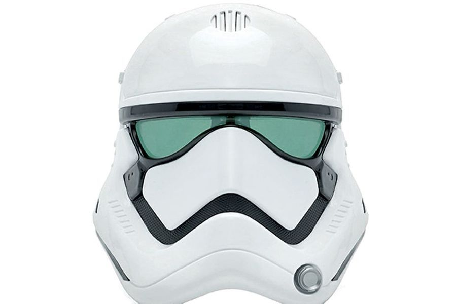 Très ludique, les masques transformateurs de voix. Celui du Stormtrooper est réussi, (Chez Disney Store, 29,90€).
