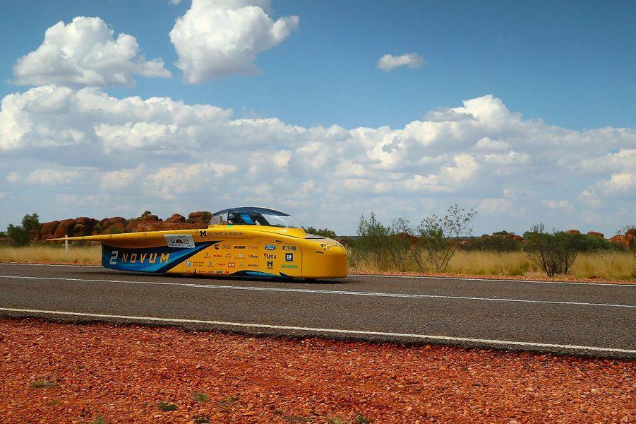 41 véhicules futuristes ont pris le départ ce week-end pour disputer le World Solar Challenge.