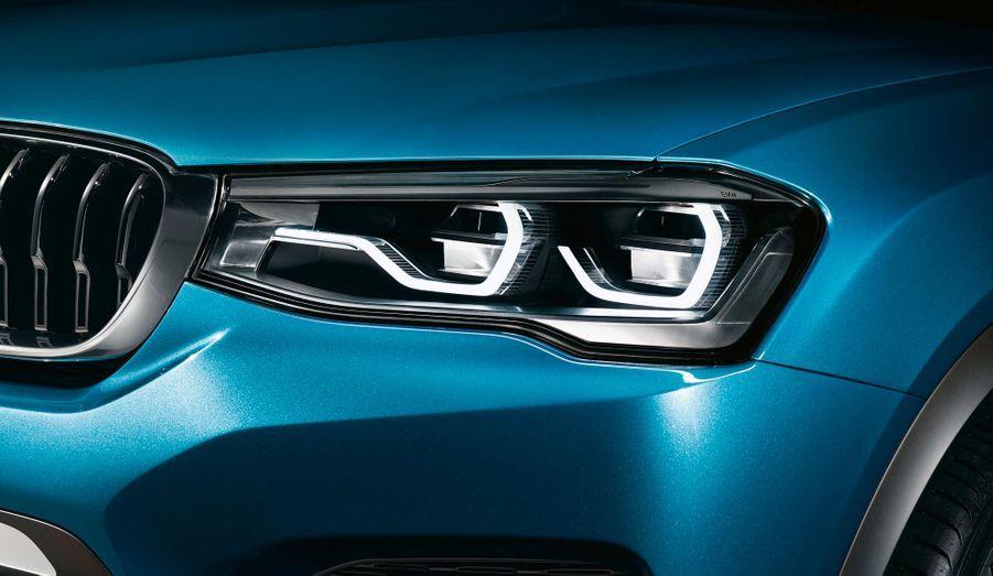 Les phares semblent marqués par l'influence d'Audi, même si les doubles optiques demeurent typiquement BMW.