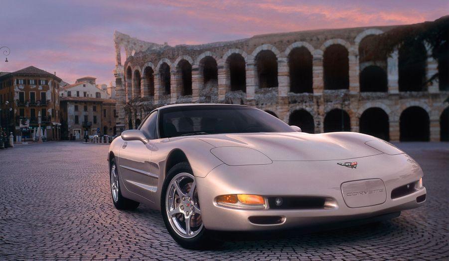 En 1997, Chevrolet a lancé sa cinquième Corvette. Le style a évolué en douceur, mais la concurrence des sportives japonaises a fortement influencé les ingénieurs de General Motors. Elle proposait notamment un V8 tout en aluminium.