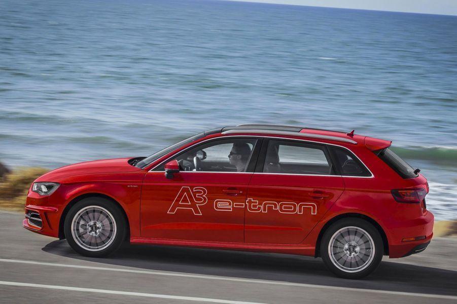 Alternative aux automobiles 100 % électriques, cette compacte hybride rechargeable vise juste. Son autonomie supérieure à 800 kilomètres, dont une bonne trentaine en mode « zéro émission », incline à penser que le diesel n'a plus sa place à bord. Seule concession faite à la technologie : le volume du coffre cède 100 litres au profit de la batterie. A partir de 38 900 € (bonus déduit). - Lionel RobertA lire : notre essai de l'Audi A3 cabriolet