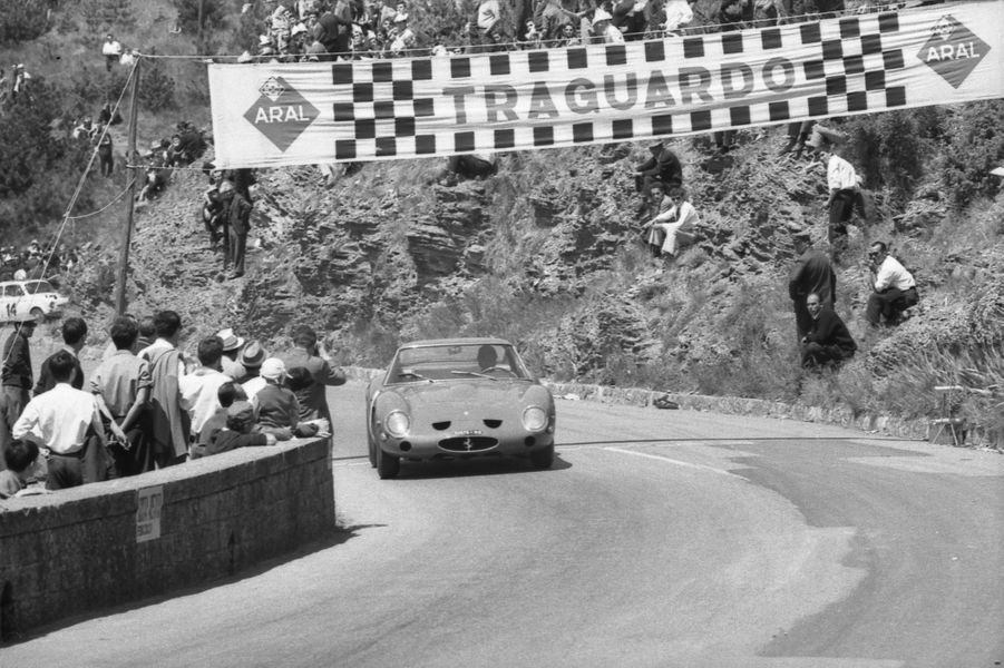 La Ferrari 250 GTO n°3851GT en course en 1964